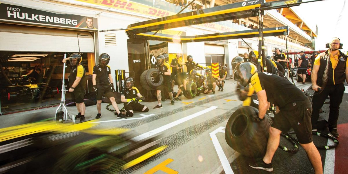 INFINITI and Renault F1 Team making a pit stop