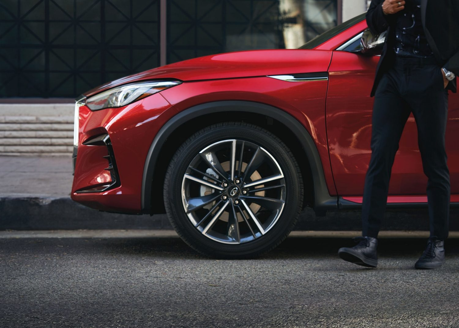 Luxurious rims and wheels on the 2022 INFINITI QX55 crossover