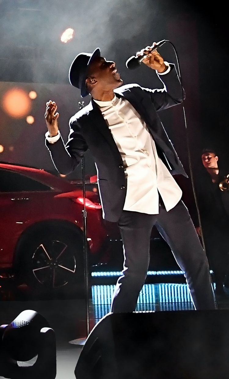 Aloe Blacc singing on stage | 2022 INFINITI QX55 Reveal