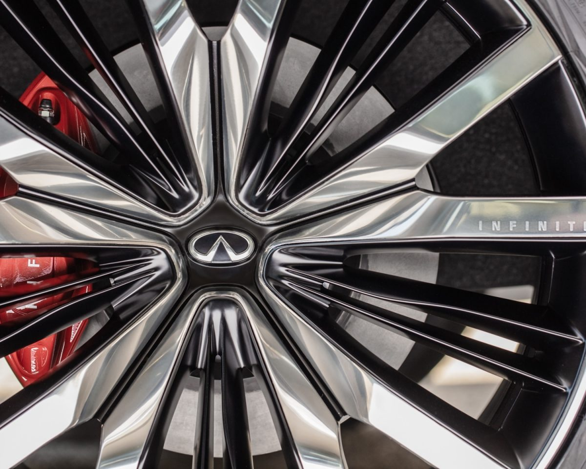 Luxurious rims on the INFINITI QX60 MONOGRAPH