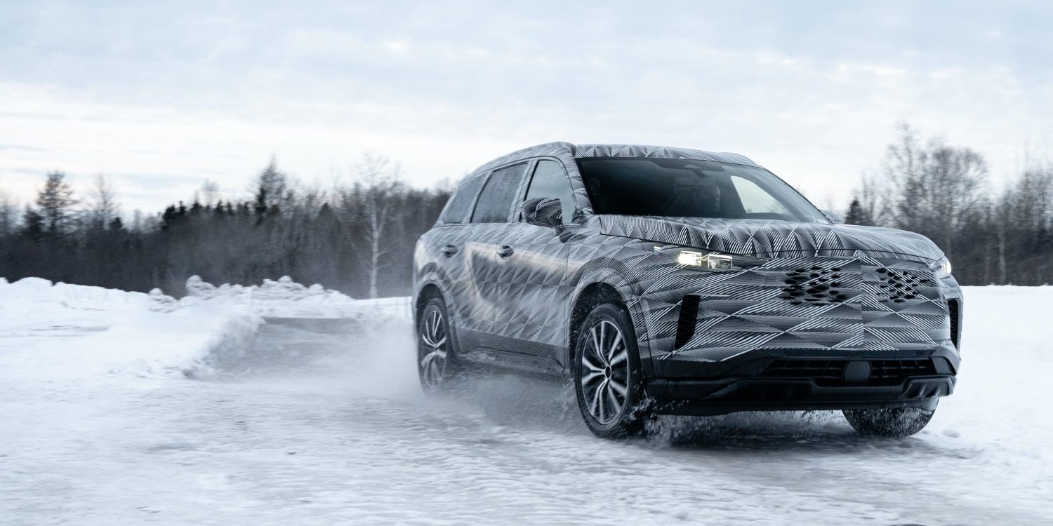 2022 INFINITI QX60 Crossover front side view driving in snow.
