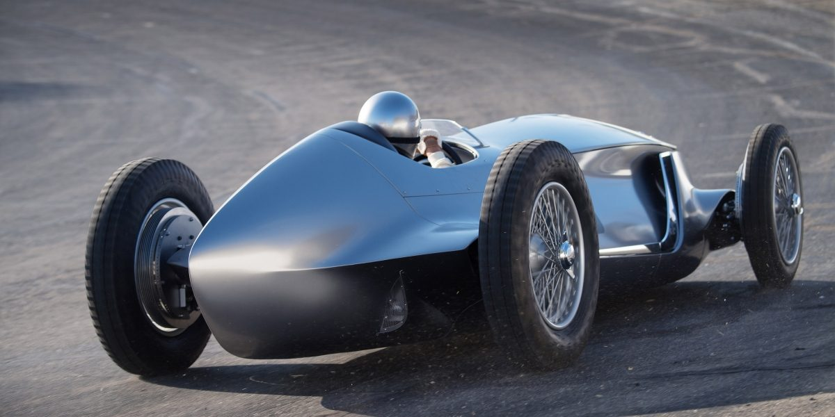 Rear Contours and Strong Linear Design    INFINITI Prototype 9 e-roadster