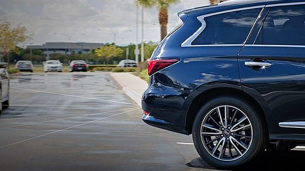 2016 Infiniti QX60 – Backup Collision Intervention