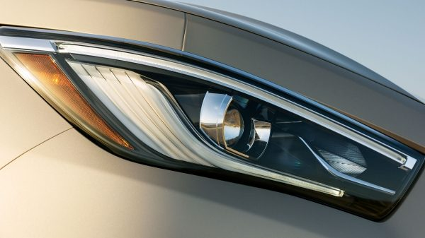 2018 INFINITI QX80 SUV Exterior | Expressive LUD Headlights with their Eye-Inspired INFINITI Signature
