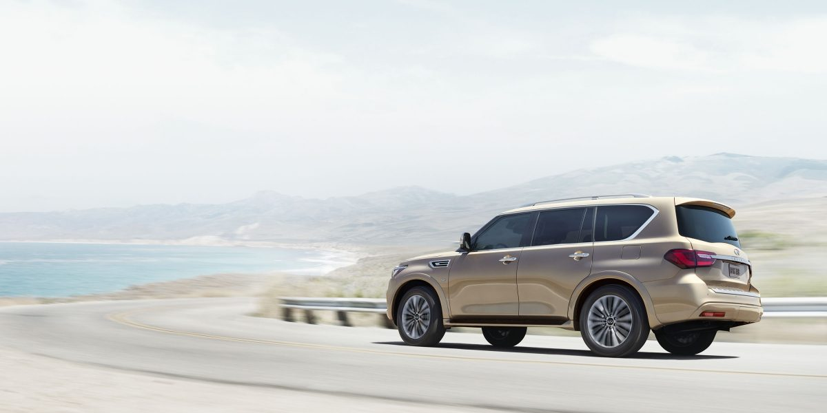 2018 INFINITI QX80 SUV Performance | Deluxe Technology Package Hydraulic Body Motion Control in Action