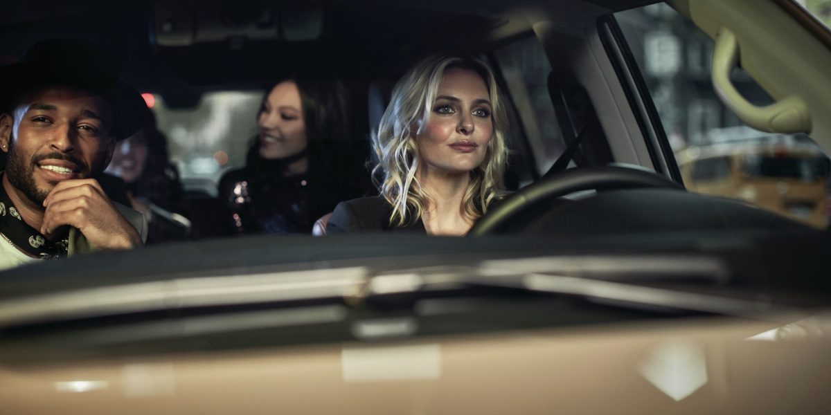 2019 INFINITI QX80 SUV Being Enjoyed By Friends