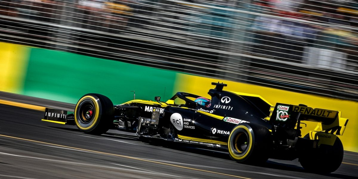 Infiniti Renault F1 on the track